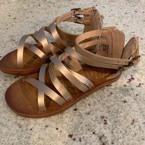 Nwot blowfish 🐡 toddler girls sandals 💛